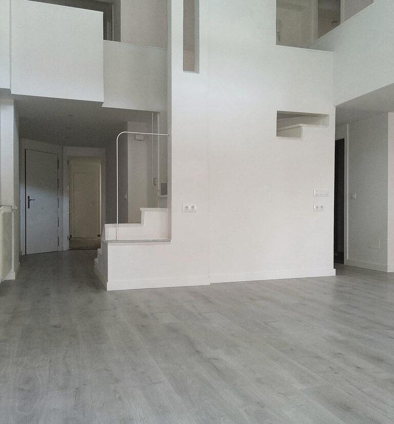 reforma-integral-duplex-retiro-edificio-singular-drekaro-salon07