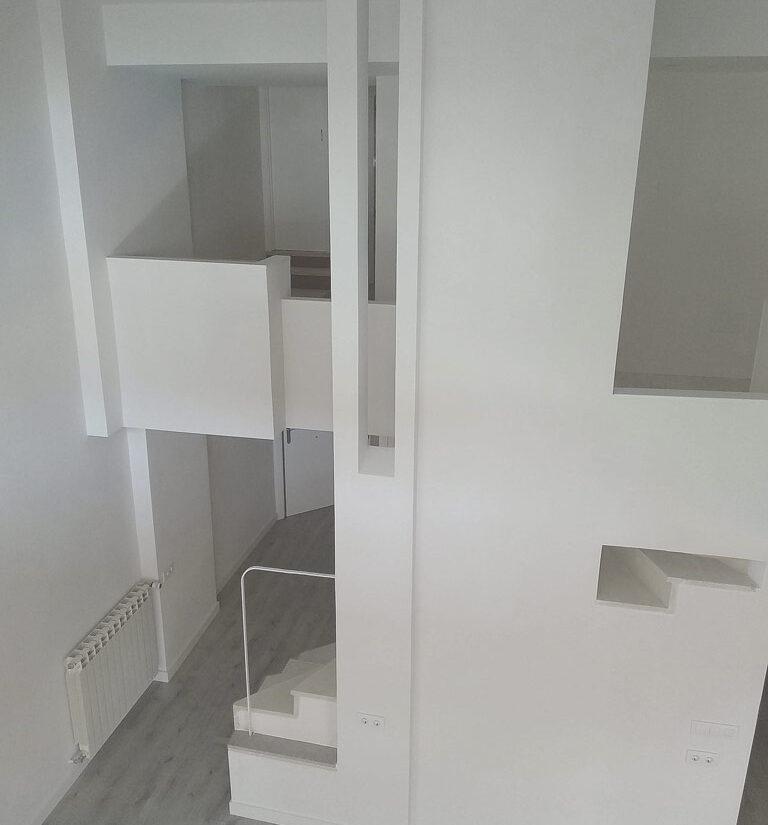 reforma-integral-duplex-retiro-edificio-singular-drekaro-salon08