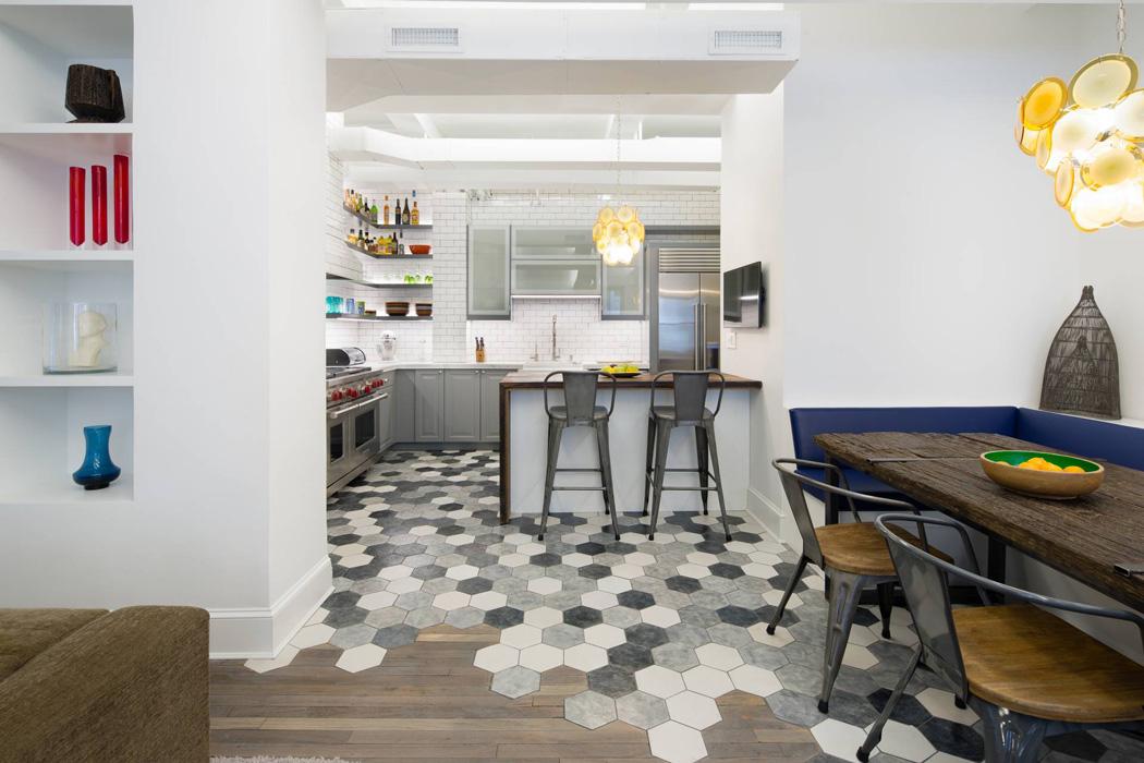 Reformar tu cocina | Suelos Geométricos Combinando Mármol y Madera | Tendencias 2018 Drékaro