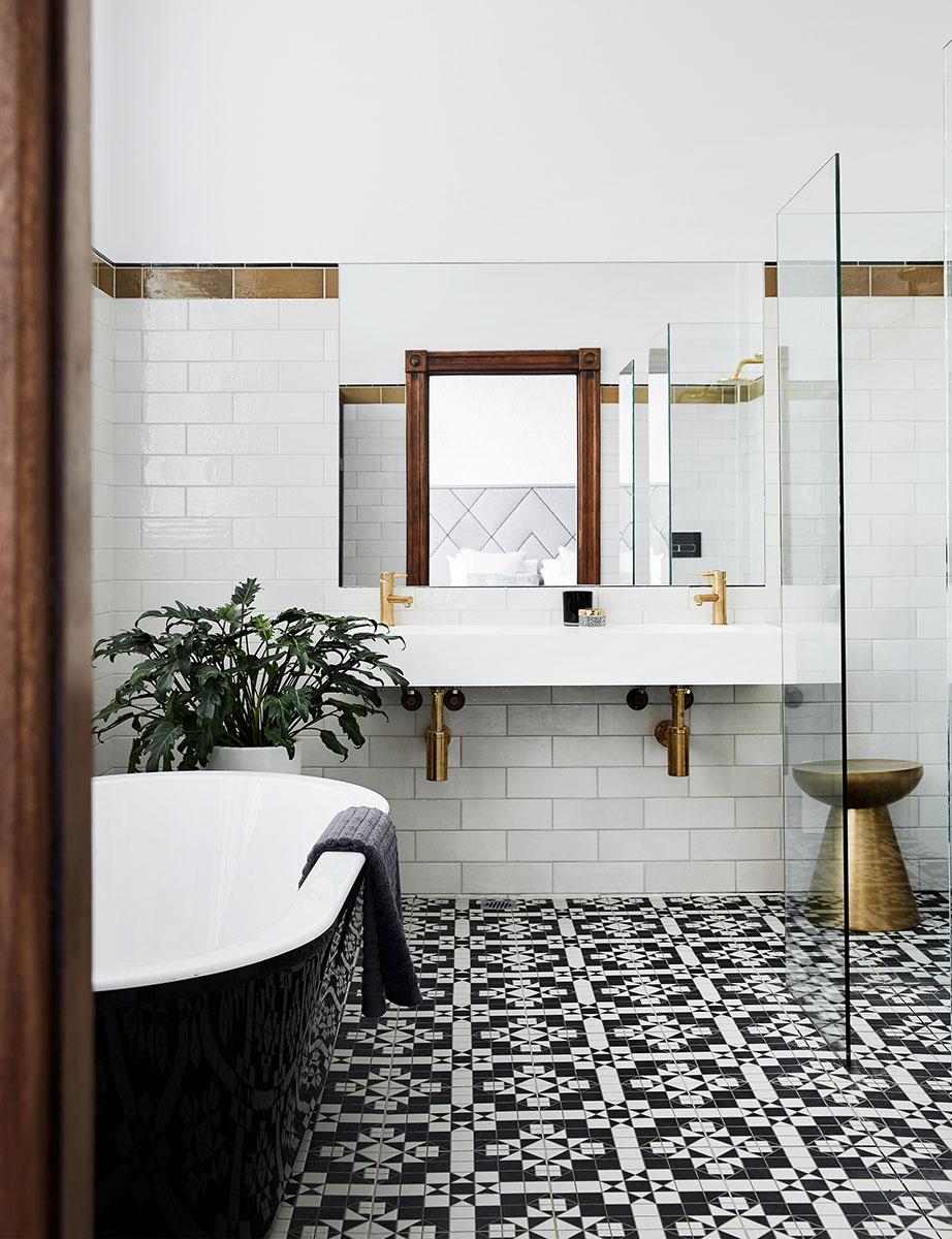 Classic Family Bath | Decoración Moderna con Griferías y Complementos de Cobre | Especial Baños Familiares | Tendencias Reformas 2019 | Drékaro