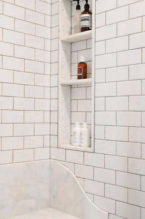 Classic Family Bath | Estanterías de Obra Ducha a la Vista | Especial Baños Familiares | Tendencias Reformas 2019 | Drékaro