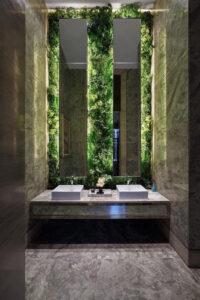 Luxury Spa | Pared con Jardín Vertical Iluminada | Especial Baños de Lujo | Tendencias Reformas 2019 | Drékaro