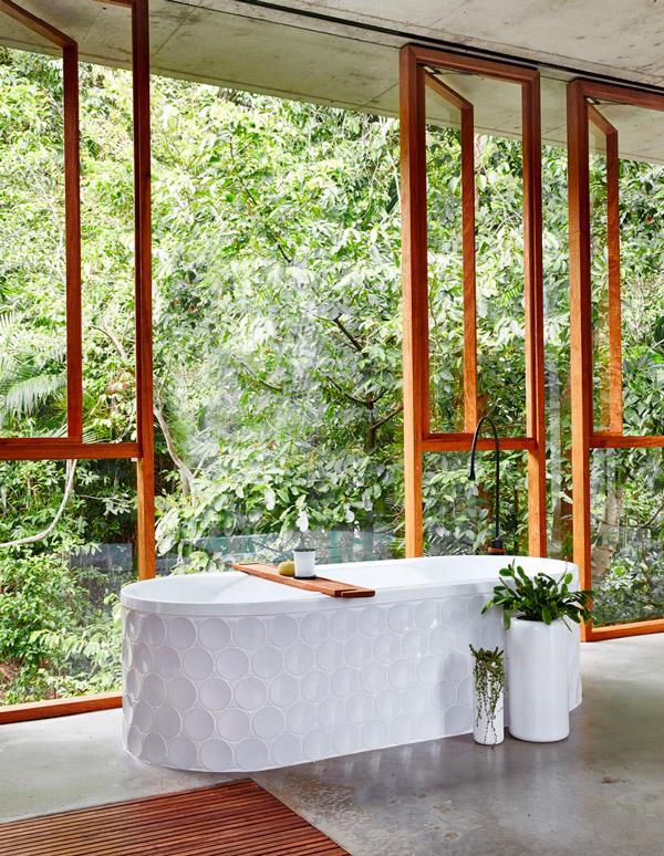 Luxury Spa | Bañera Baños con Cerramientos Abiertos al Exterior | Especial Baños de Lujo | Tendencias Reformas 2019 | Drékaro